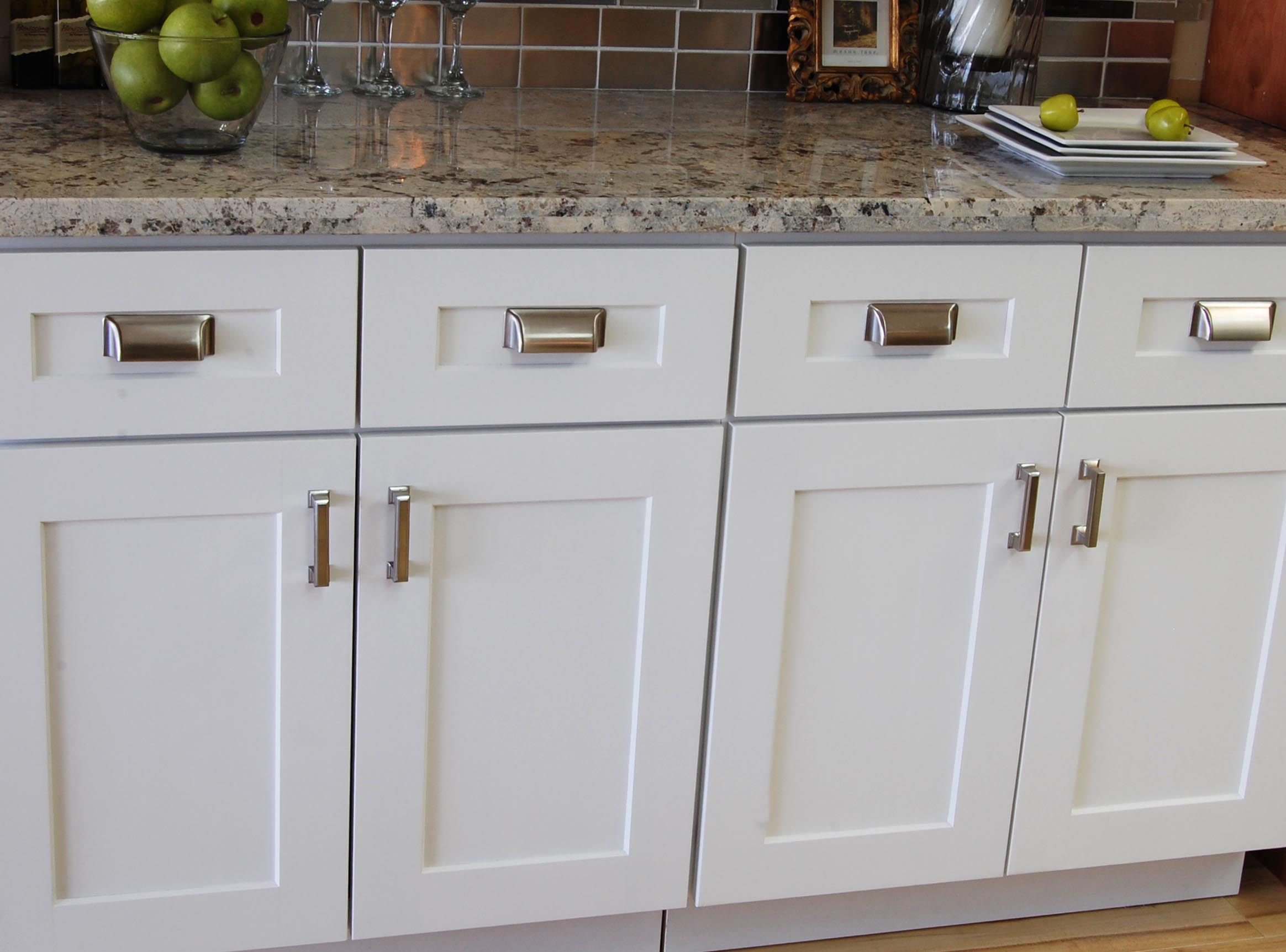 Beau White Shaker Kitchen Cabinet Doors With Chrome Handles